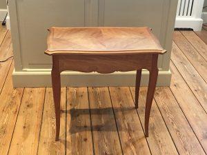 Petite Table avec Tiroir
